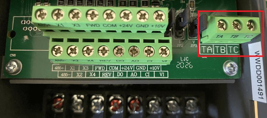Frekvenciaváltó programozható reléje